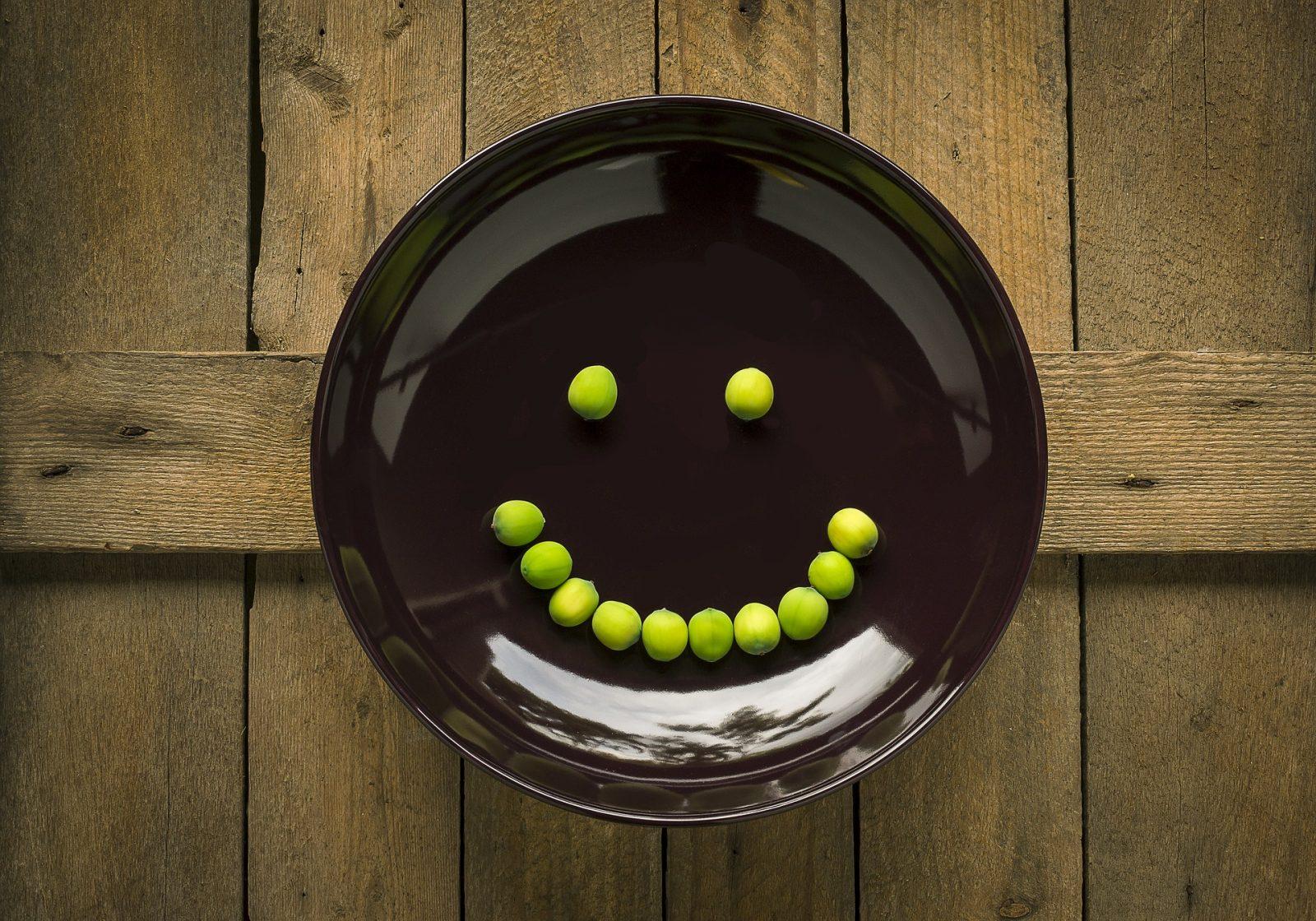 Există o relație între ce mâncăm și fericire?